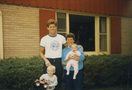 scott-with-mom-kids-1985.jpg